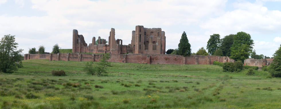 Panorama_of_Kenilworth_Castle_from_Gibbet_Hill